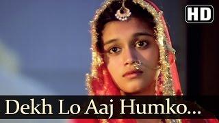Dekh Lo Aaj Humko Jee Bhar Ke Video